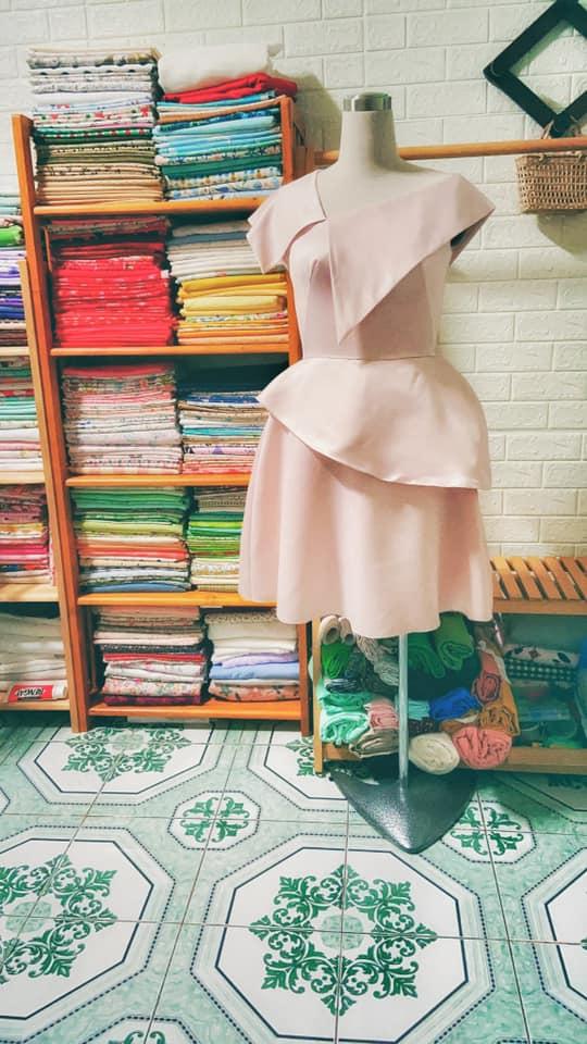 30053 - Đầm cổ lệch Megan by SHE / Đào Đức