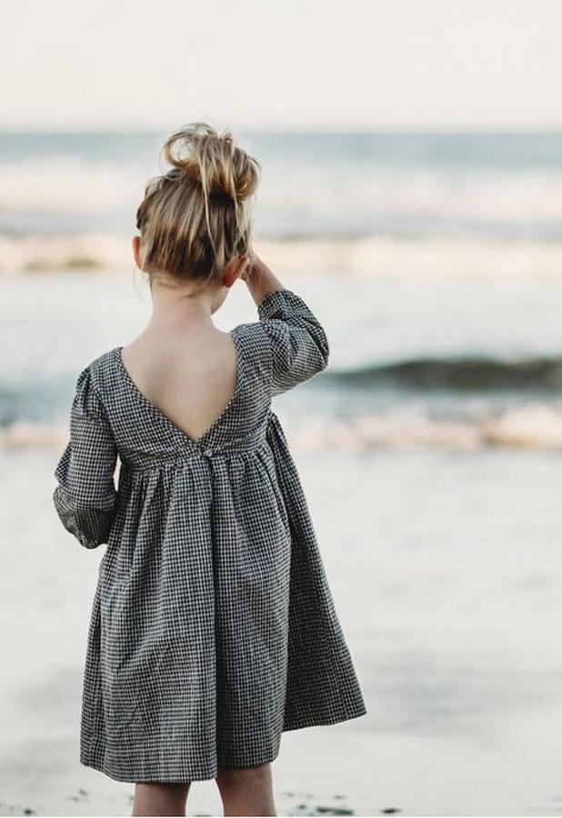 Đầm dài tay cổ V lưng