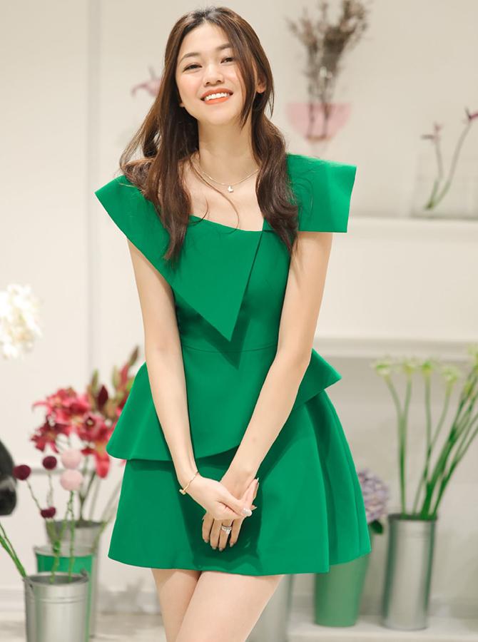 30053 - Đầm cổ lệch Megan by SHE (27-09-2020)